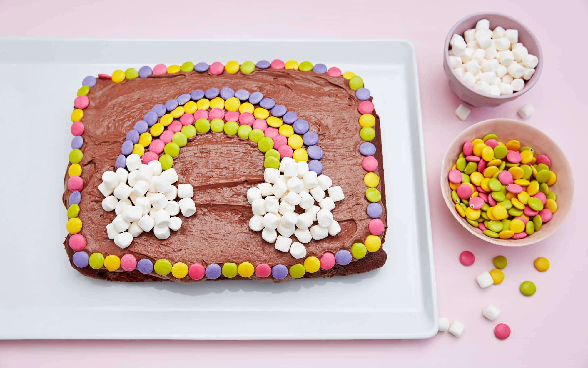 Bursdagskake med regnbue