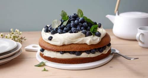 Gulrotkake med ostekrem og blåbær