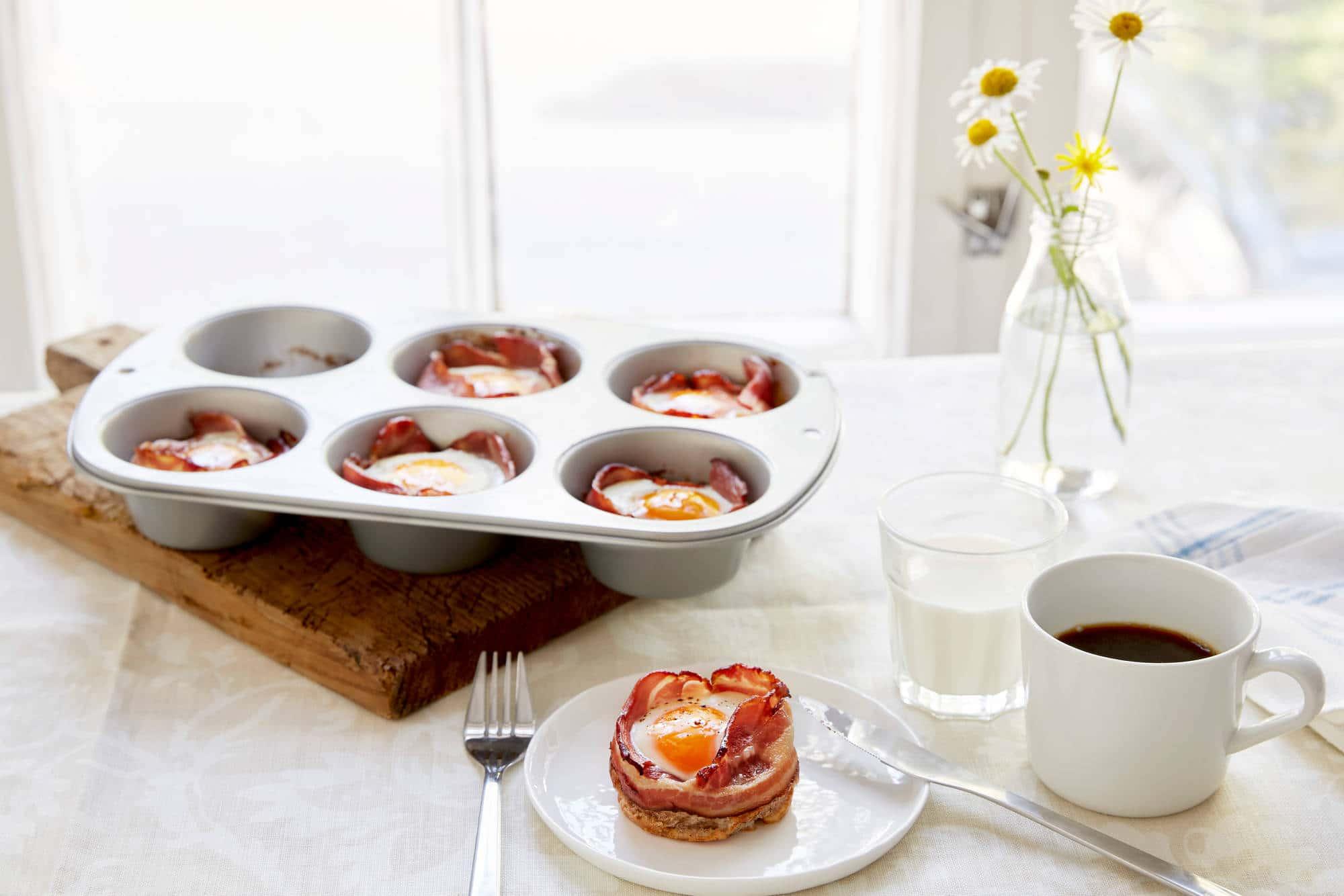 Muffins med egg og bacon