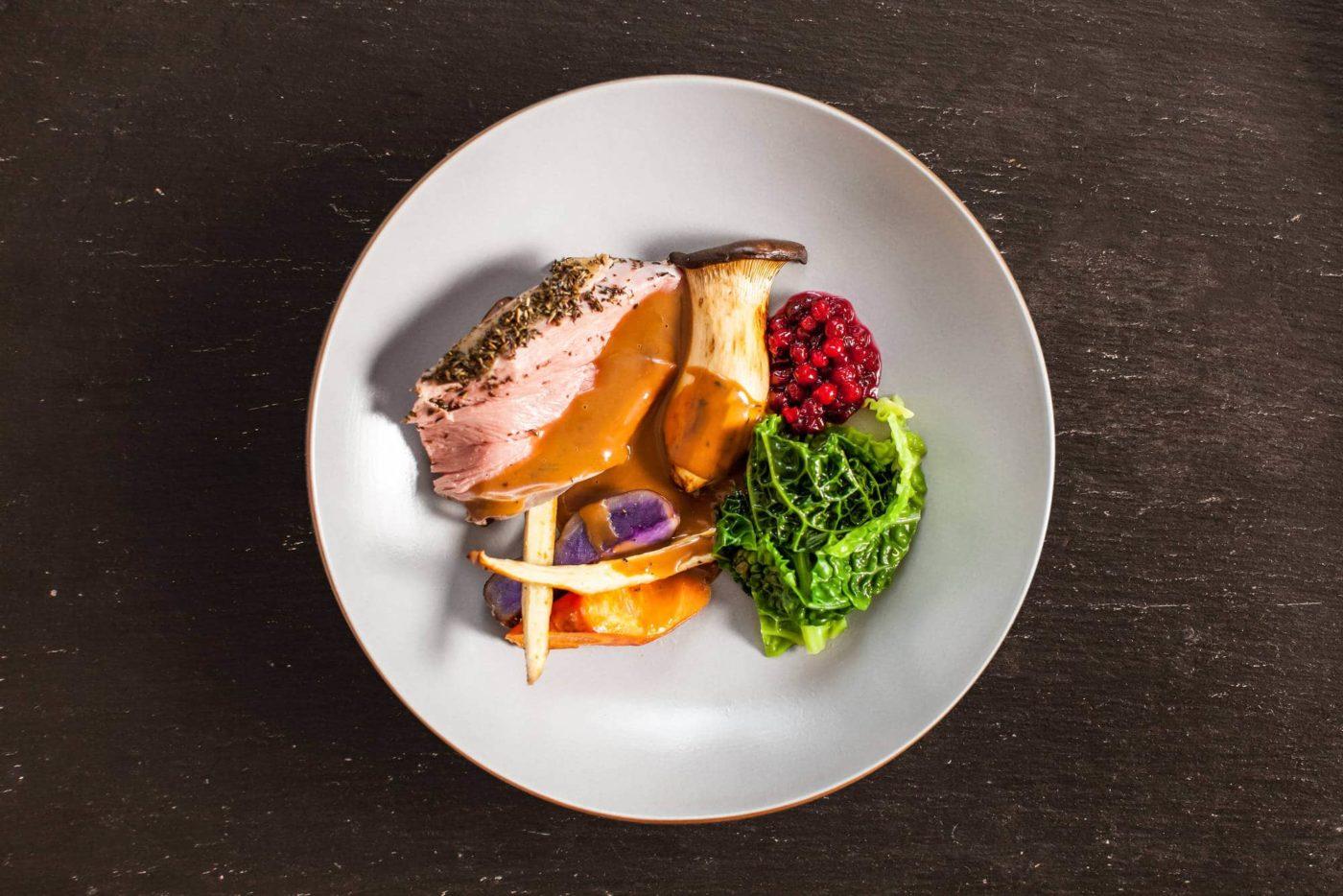 Lam med lammesaus og grønnsaker