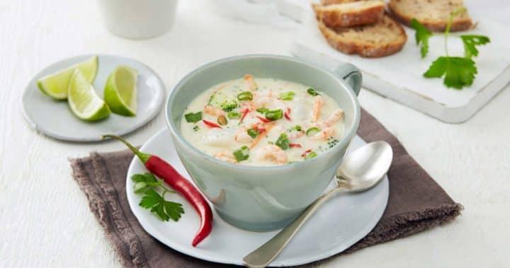 Kremet fiskesuppe med torsk, vårløk og chili